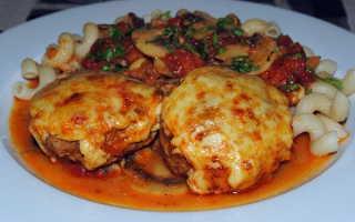 Биточки с помидорами и сыром в духовке