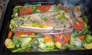 Тунец с овощами в духовке