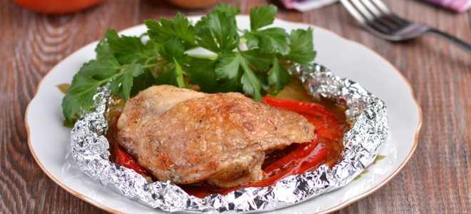 Куриные бедра с овощами в фольге в духовке