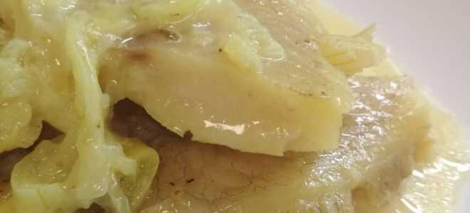 Тушеная лимонелла в молоке с луком