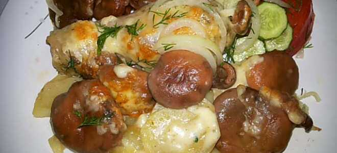 Курица с грибами и картошкой в духовке под хрустящей сырной корочкой