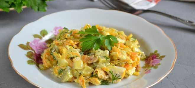 Салат Обжорка с курицей и солеными огурцами
