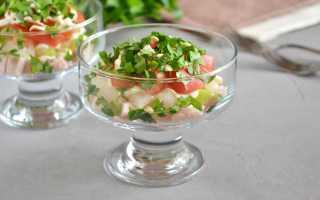 Салат с куриной копченой грудкой и помидором