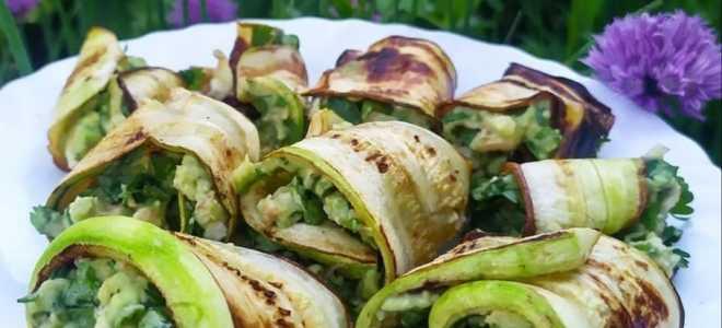 Вкусные рулетики из кабачка с авокадо
