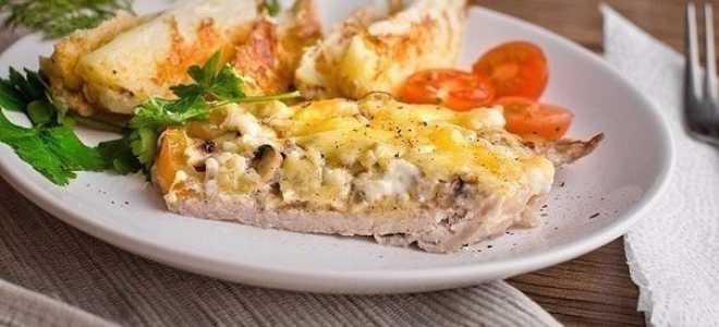 Мясо с помидорами и сыром запеченное в духовке